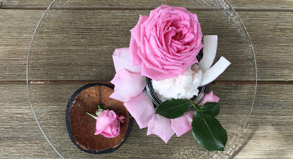 Dessert frais à la noix de coco et à la rose (vegan)