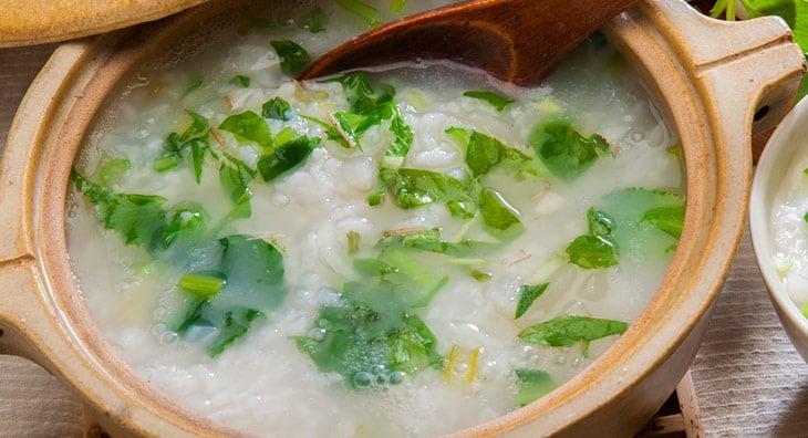 Leichte Reissuppe