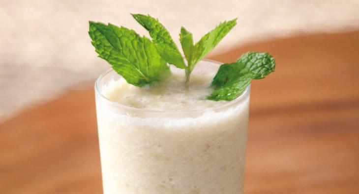 Kokos-Smoothie mit Gewürzen