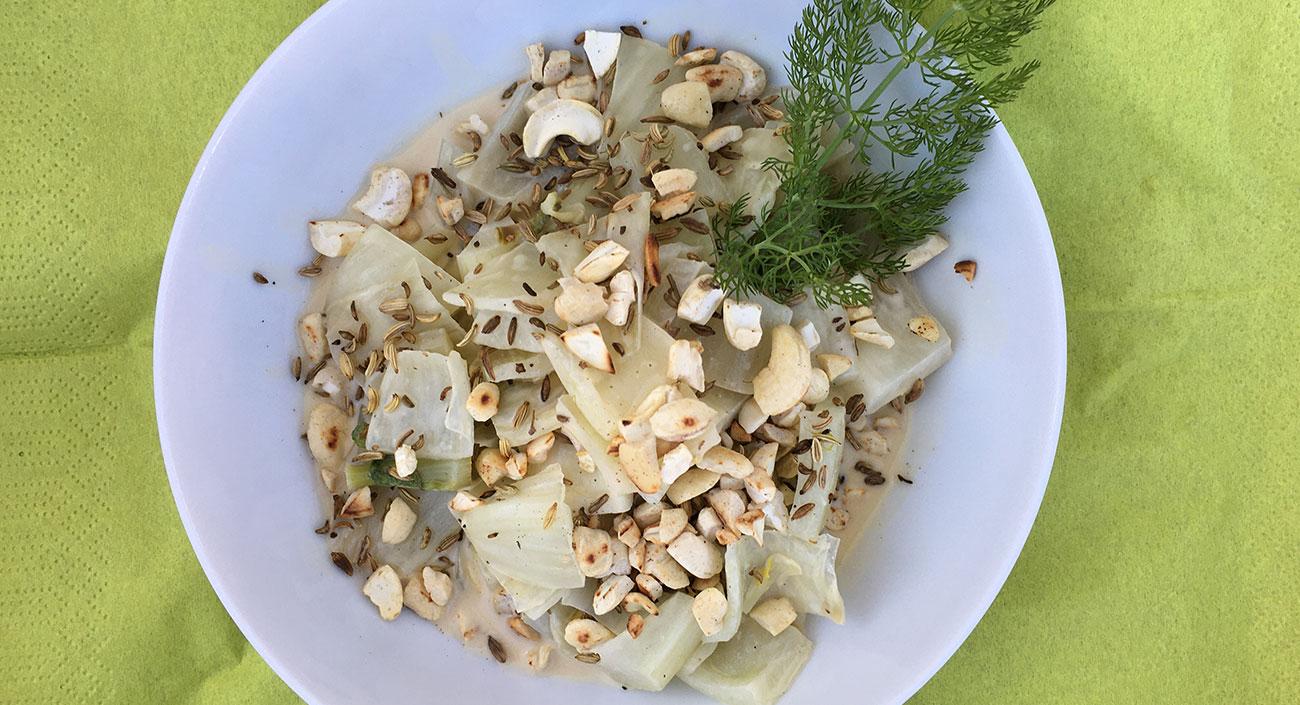 Lauwarmer Fenchelsalat mit Cashew-Sauce (vegan)