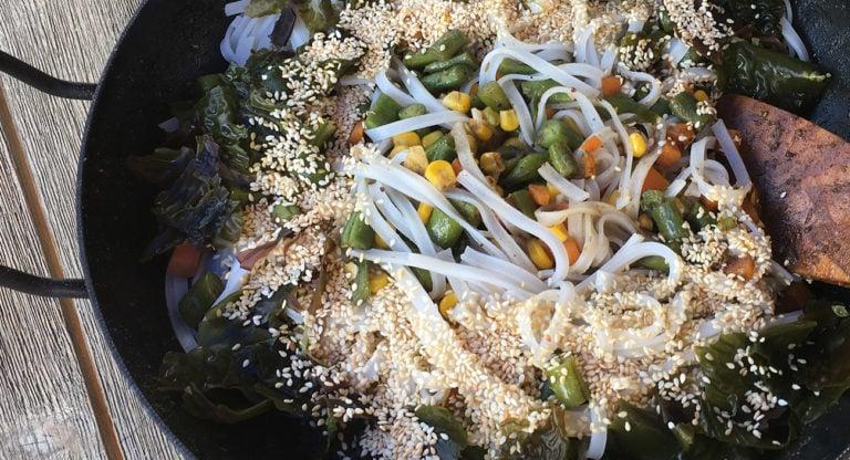 Meeresrauschen – Reisnudelpfanne mit Gemuese und Algen (vegan)
