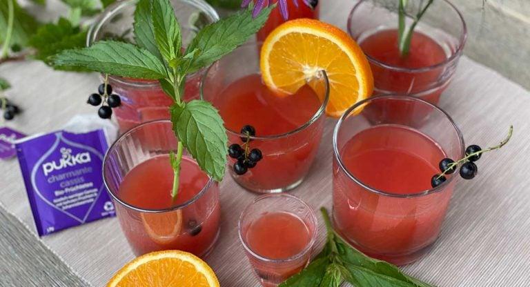 fruchtiger-cassis-eistee-ayurvedisch-eisfrei